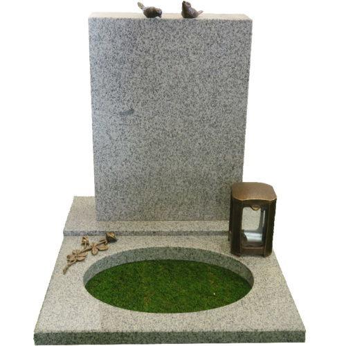 Gravstein Parva i lys grå granitt fra Gravstein Grossisten