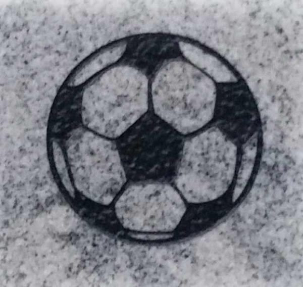 Egendesignet ornament fotball til gravstein