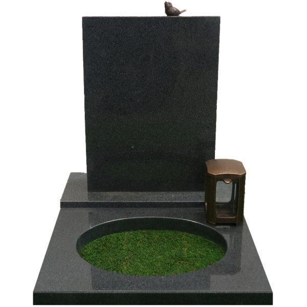 Gravstein Parva i mørk grå granitt med bedplate og bronse