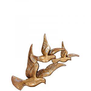 Fugler som flyr i bronse fra Gravstein Grossisten